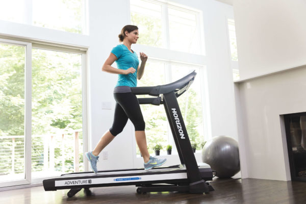 HZ15_LIFESTYLE_female ADVENTURE-3 treadmill walking_living room 0624