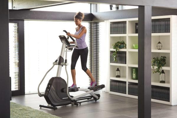 HZ14_LIFESTYLE_female andes 7i elliptical_living room