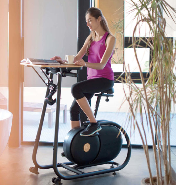 HZ17_CITTA LIFESTYLE_female_bike workouts_reading on desk_cut