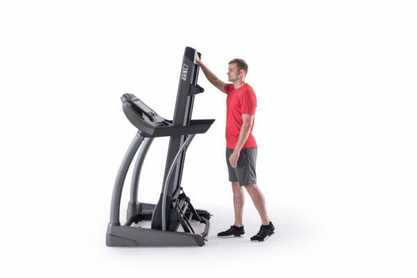 HZ17_MDPROD_T5_1 treadmill_male detail_folded profile
